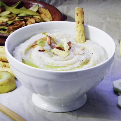 Cauliflower Soup With Apple and Roasted Garlic