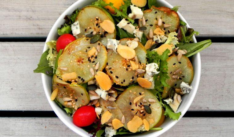 caramelised pear and gorgongola salad